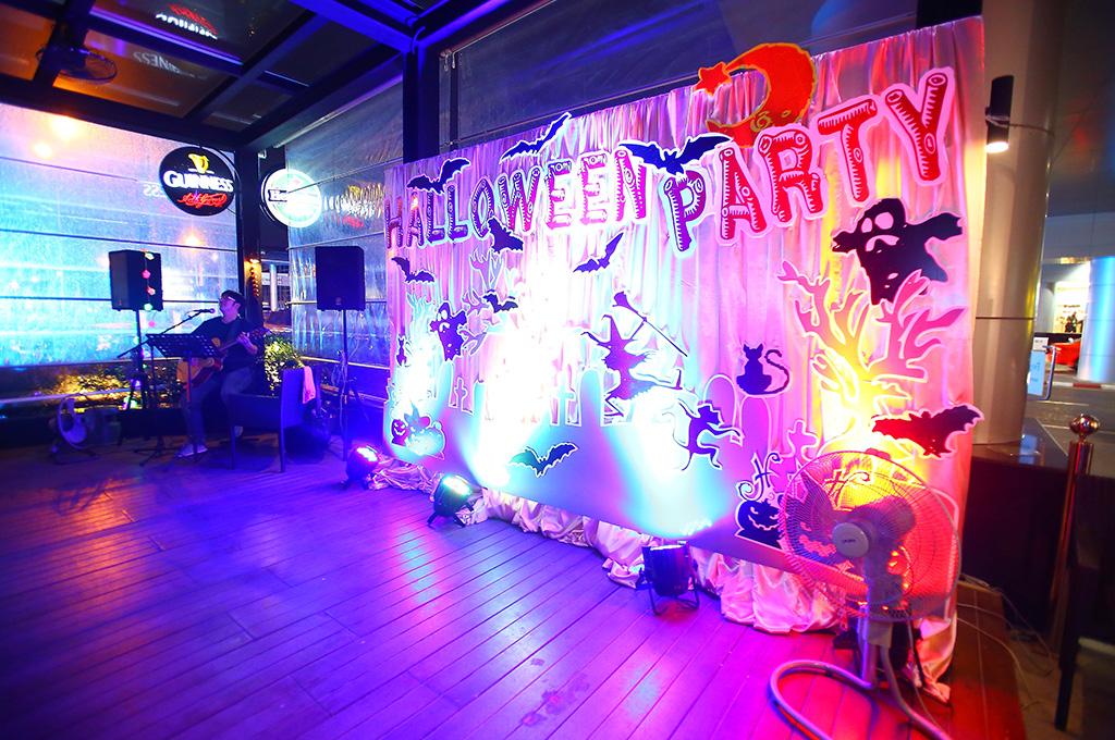 11-03-halloweenparty-03